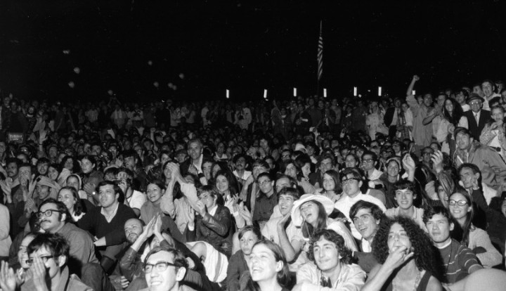 NYC CROWD WATCHES LUNAR LANDING